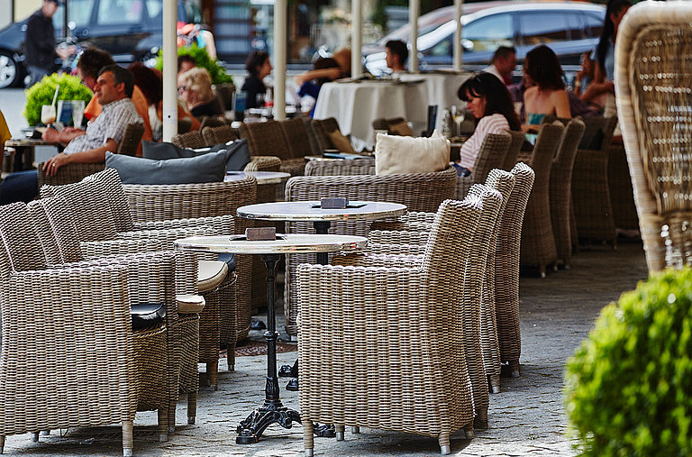 Cafes and restaurants invite to relax in the centre of Memmingen